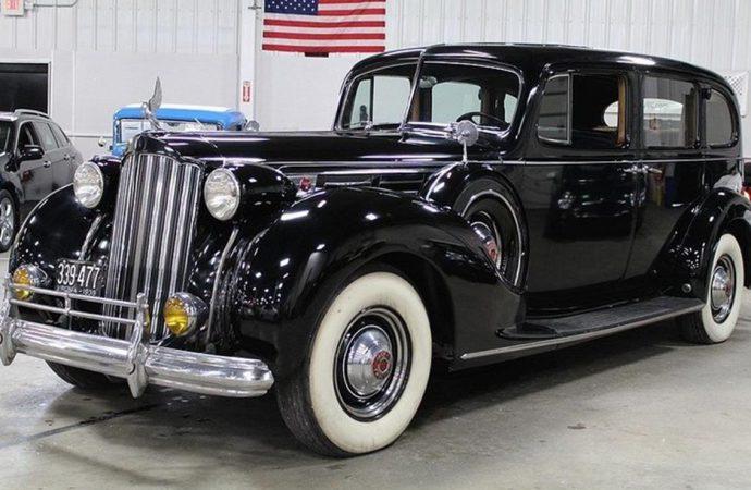 1939 Packard 1708 Limousine