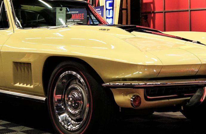 1960s Corvettes lead Mecum's $8 million auction in Kansas City