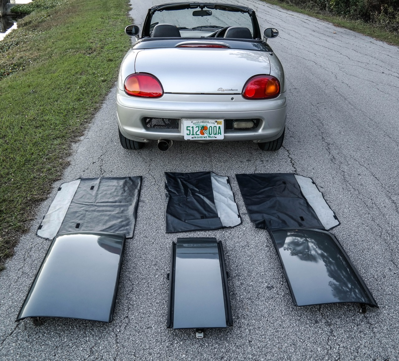 Roof-panel array comes with the car