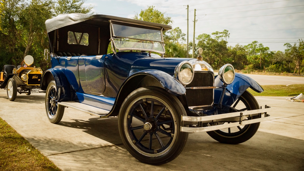 This 1917 Velie was one of the cars produced by John Deere's grandson | Premier auction photos
