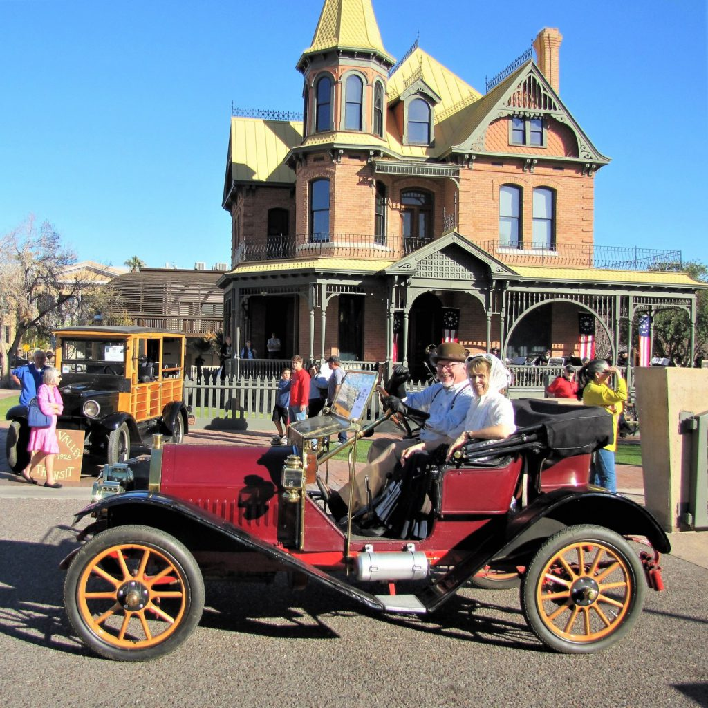 A happy couple drives past the Roson House Museum