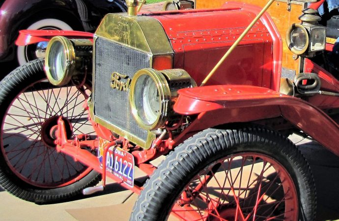 'Motoring thru Time' presents history on a roll in Phoenix