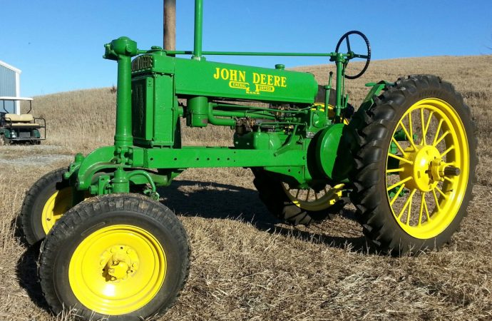 Vintage tractors, farmobilia on the docket at Davenport