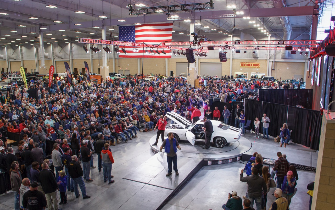 The new Bennett Event Center provided much more room, but it was still SRO on Saturday | Leake Auction photos