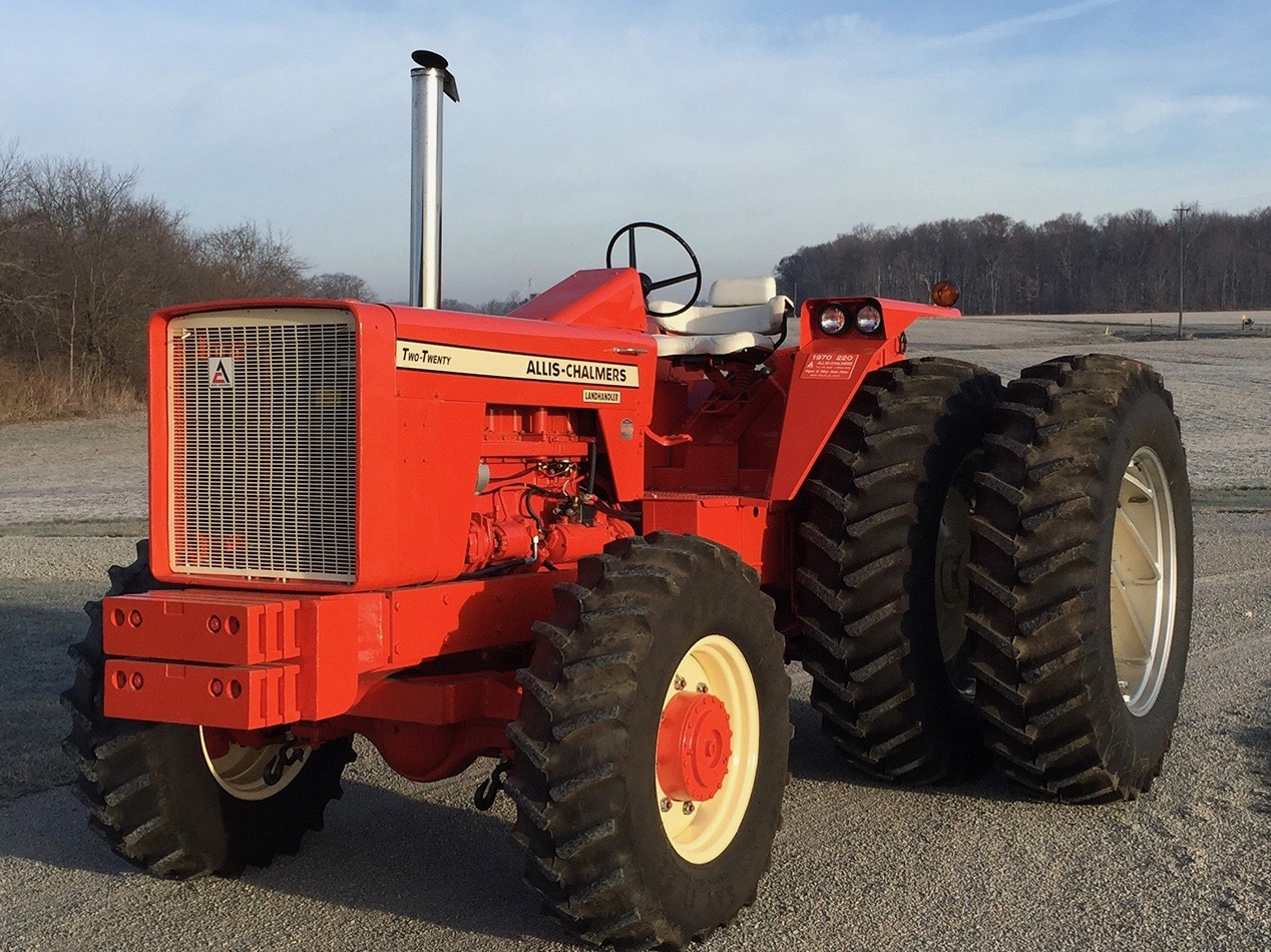 1970 Allis-Chalmers 220 among featured machines