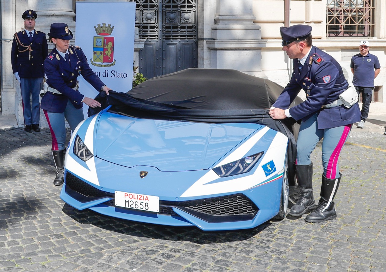 Italian police unveil their new Huracan