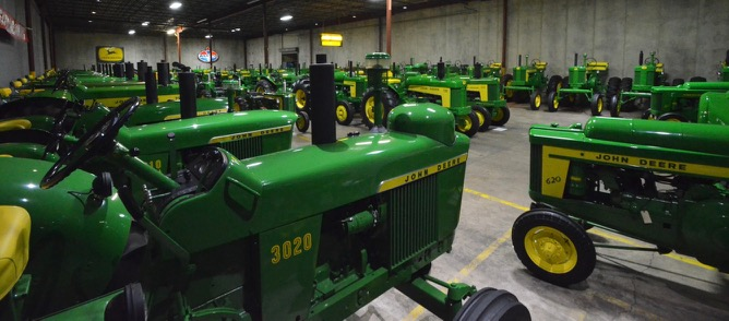 Ron Drosselmeyer's collection of more than 175 vintage John Deere tractors going to auction | Mecum Auctions photos