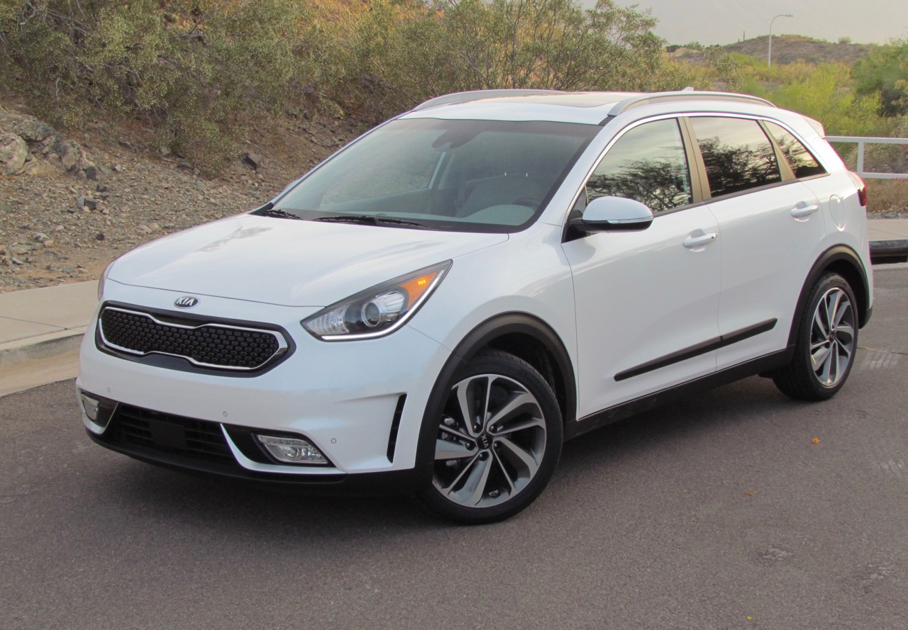 2017 Kia Niro is a compact hybrid crossover | Larry Edsall photos