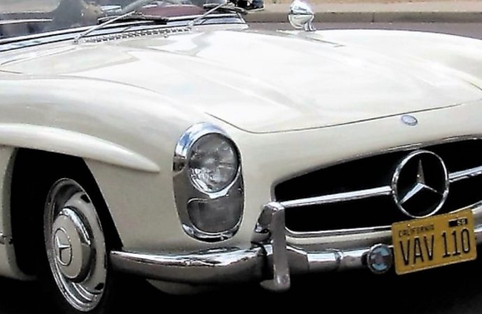 Mercedes-Benz marks 60th anniversary of the 300 SL roadster