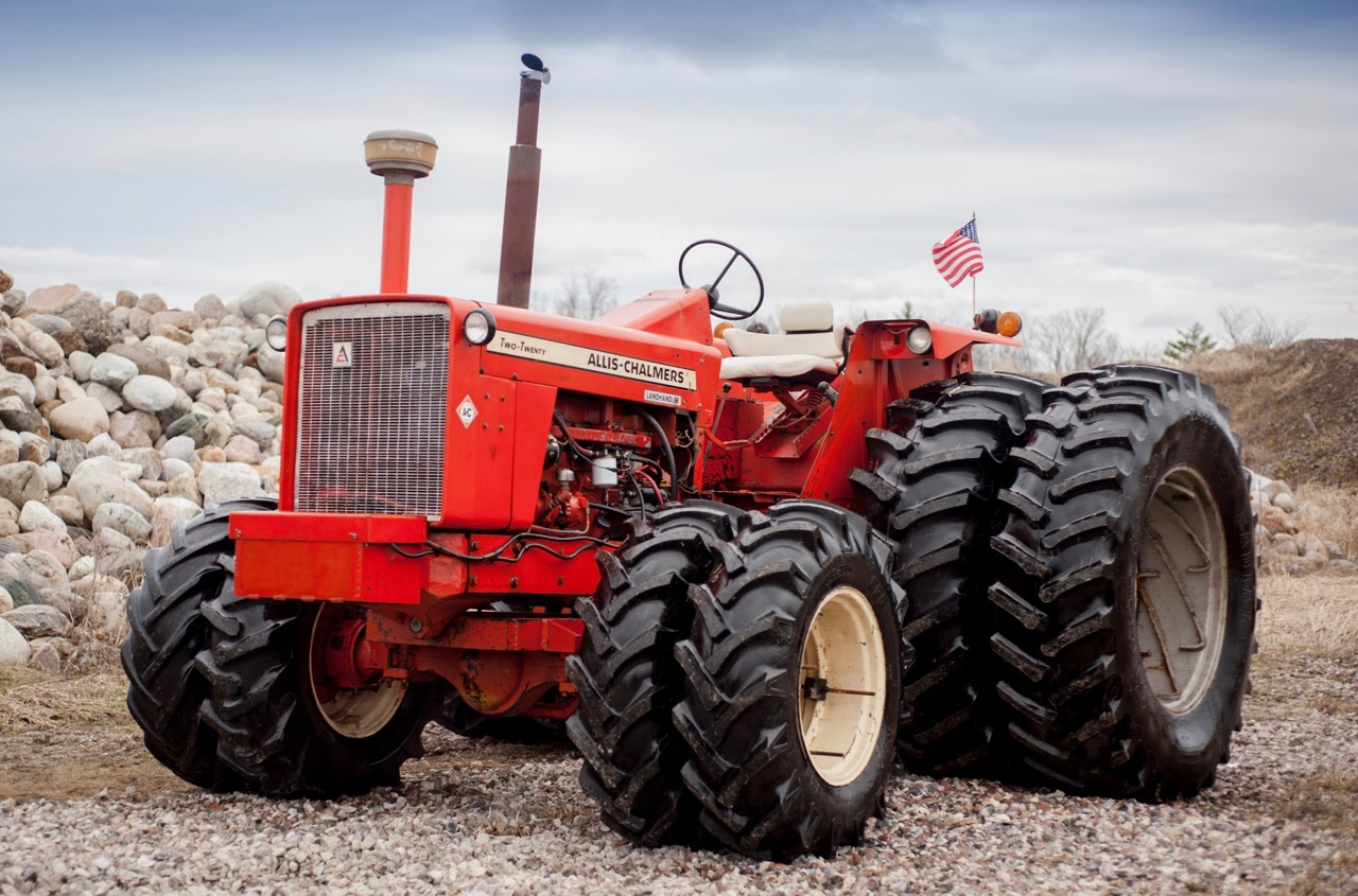 1970 220 FWA is the muscle-car of tractors