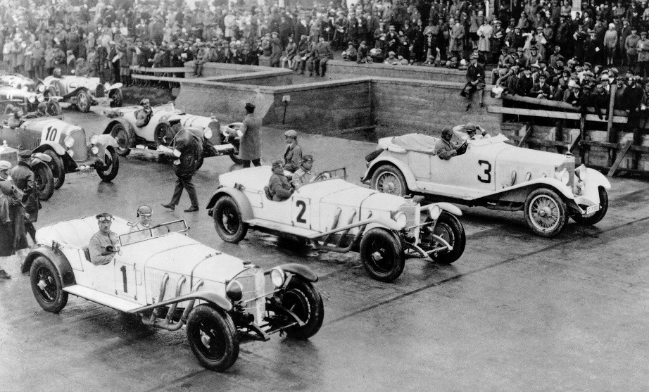 On the grid June 19, 1927 at the Nurburgring: new Model S (Cars 1 and 2) and a privately entered Model K (Car 3) | Mercedes-Benz archives