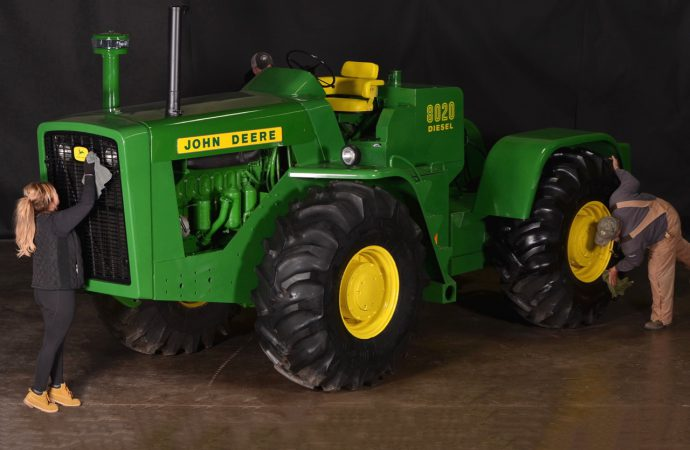 Dear Deeres: Vintage tractors bring $2.5+ million at auction