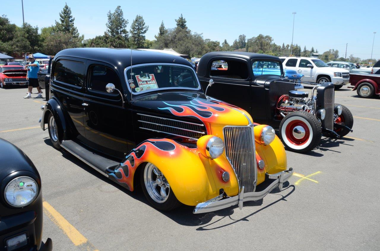 Delivery Roadster decked out in flames | La Roadster Club photos
