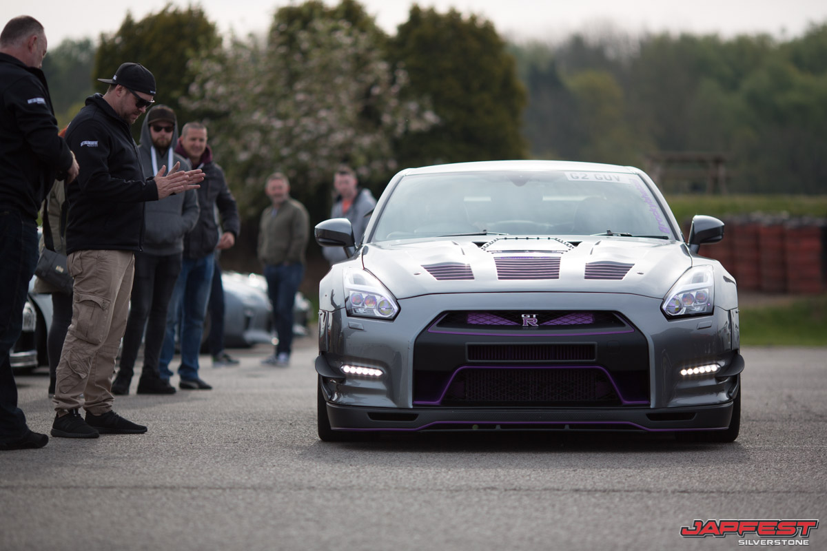 Japfest attendies look at Nissan GT-R | Japfest photos