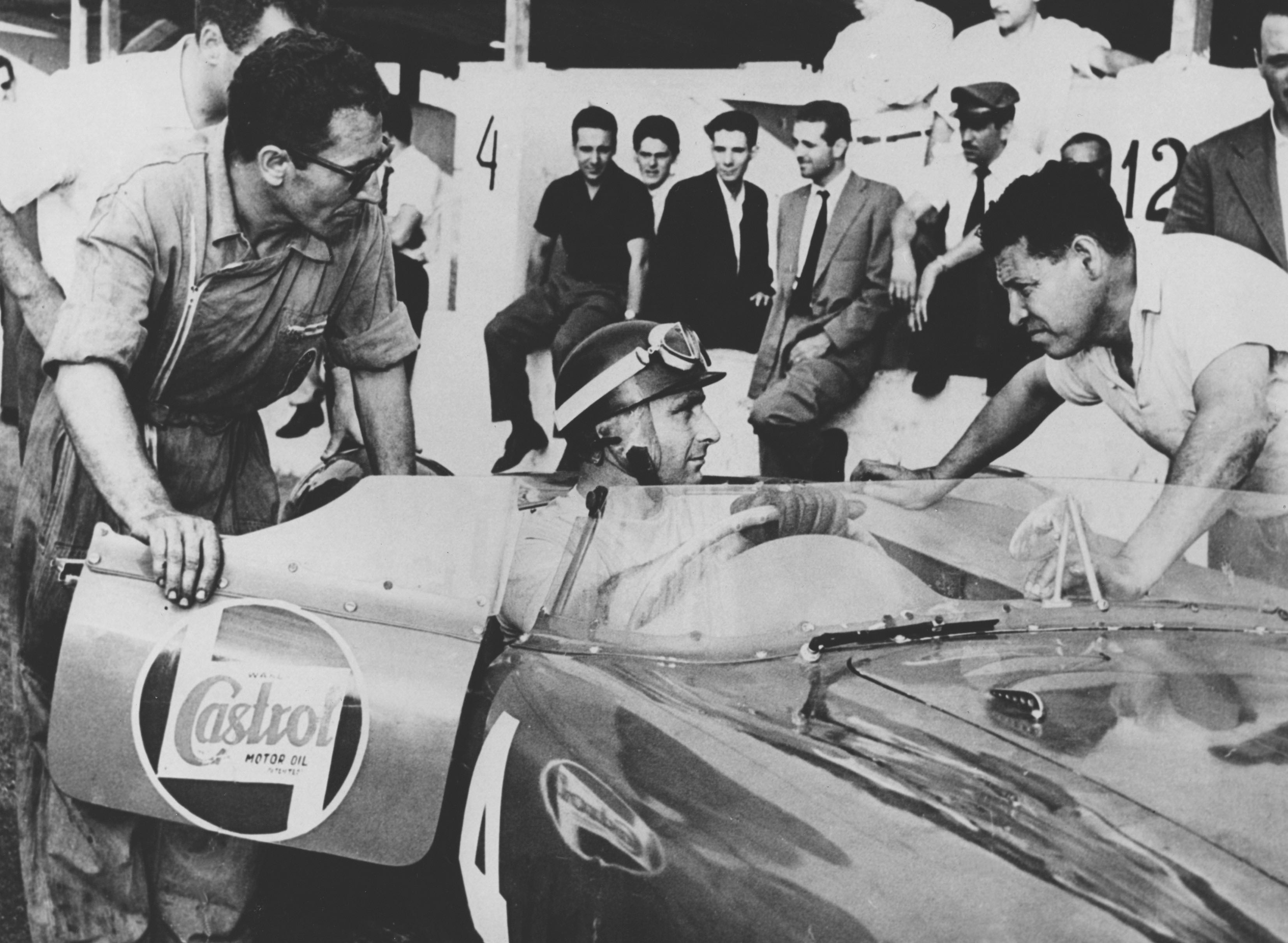 Fangio ready to race the 300 S