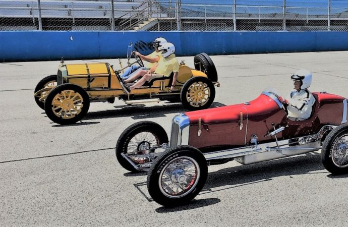 Millers at Milwaukee provides mile of smiles in vintage Indy cars