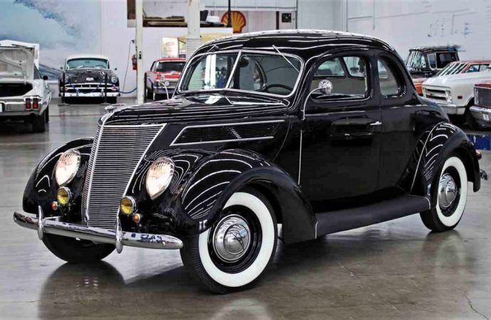 1937 Ford street rod coupe