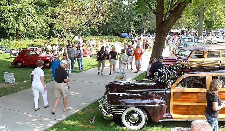 The relaxed scene at the Lake Bluff Concours d'Elegance | Lake Bluff Concours
