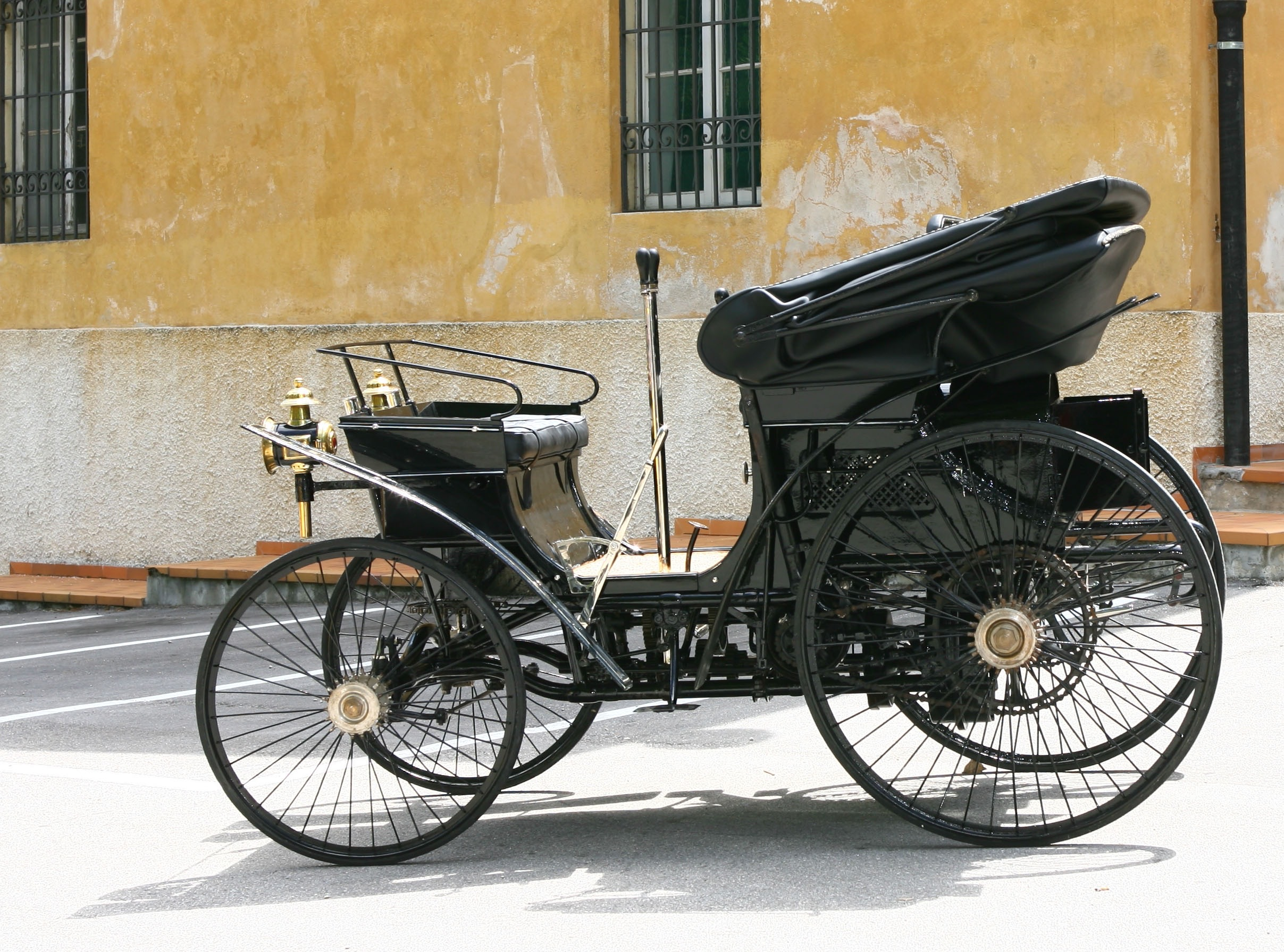 Italy\'s first car to lead London to Brighton drive - ClassicCars ...