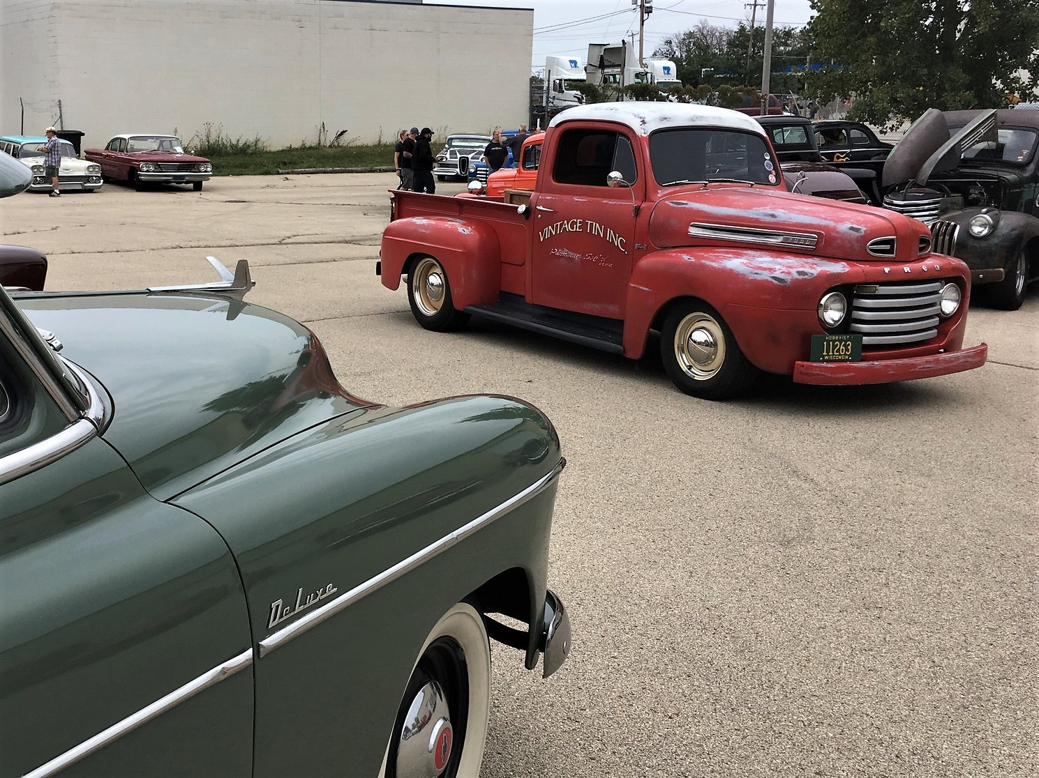Cheaterama holds the line on hot rod tradition in Milwaukee ...