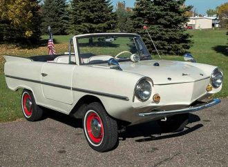 1967 Amphicar 770 is ready to set sail