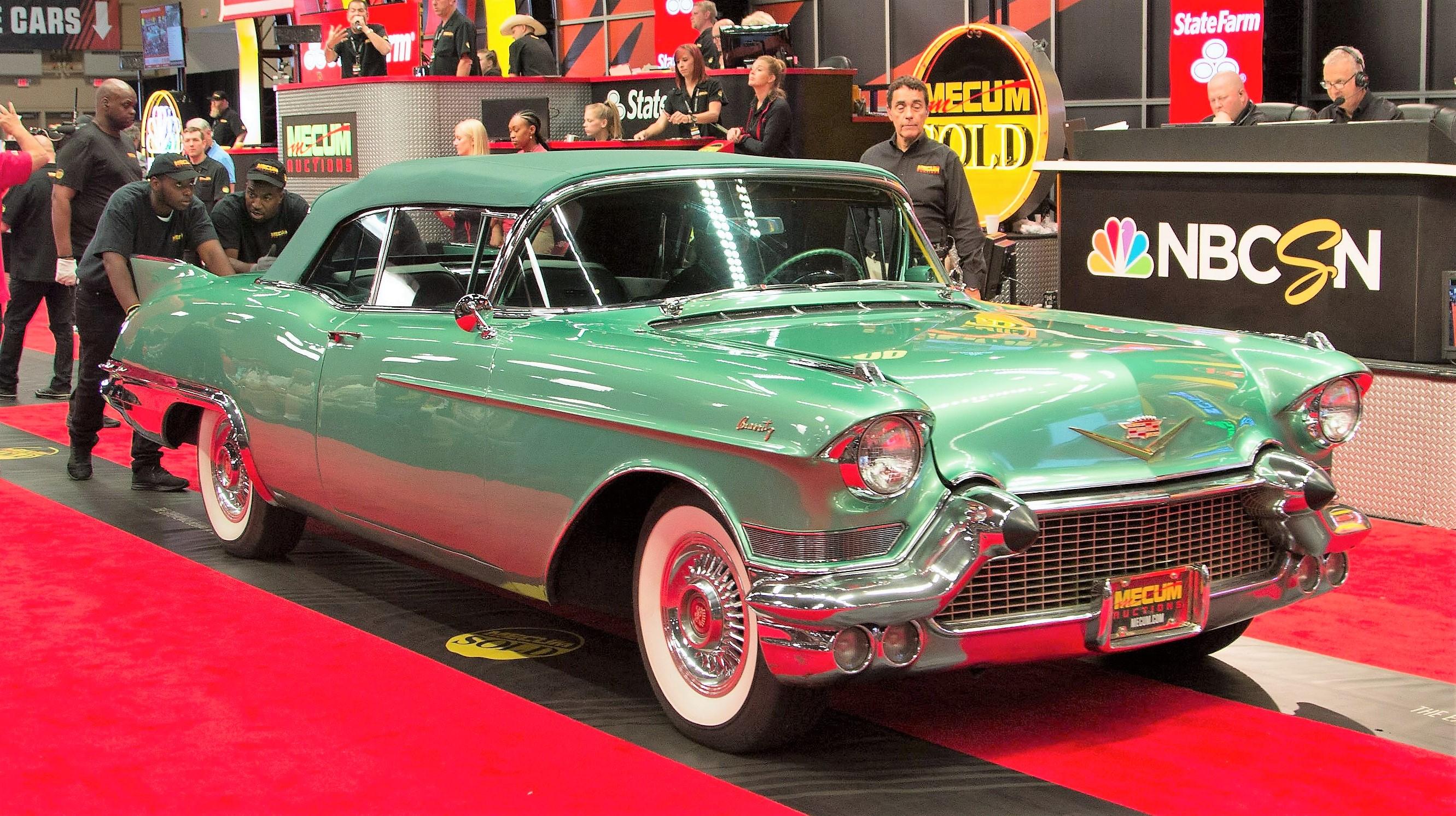 Vintage Vettes top Mecum\'s Chicago sale - ClassicCars.com Journal