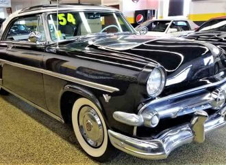 Visible-V8 1954 Ford Crestline Skyliner