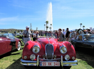 Lakeside Arizona 'concours' gathers wide range of classic and exotic cars