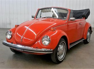 Sunny-day 1971 VW convertible