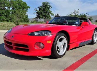 1995 Dodge Viper RT-10 roadster packs V10 muscle