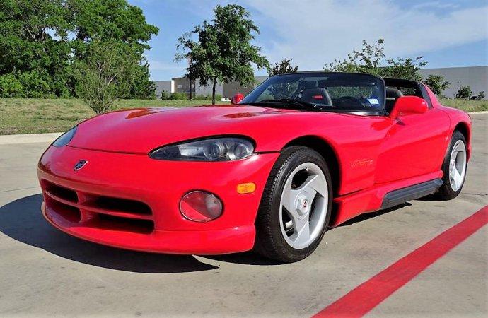 1995 Dodge Viper RT-10 roadster packs V10 muscle