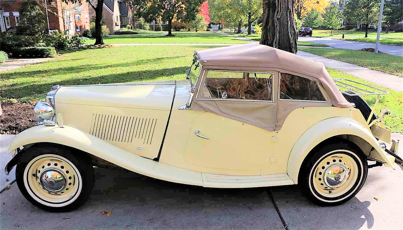 The MG TD has removable side curtains instead of roll-up windows