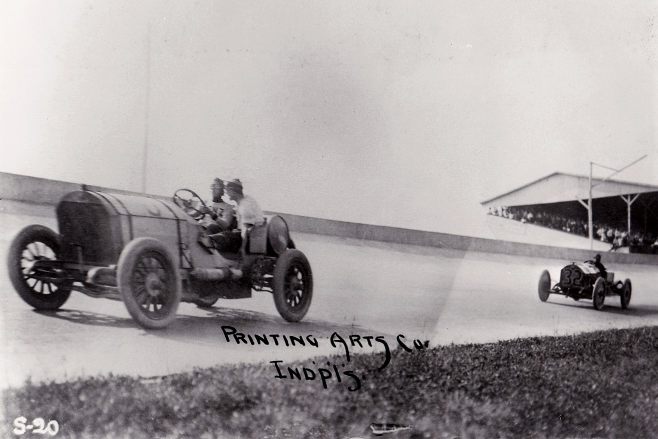 The No. 46 Benz in the first Indy race, with the winning Marmon Wasp close behind | From the collection of the author