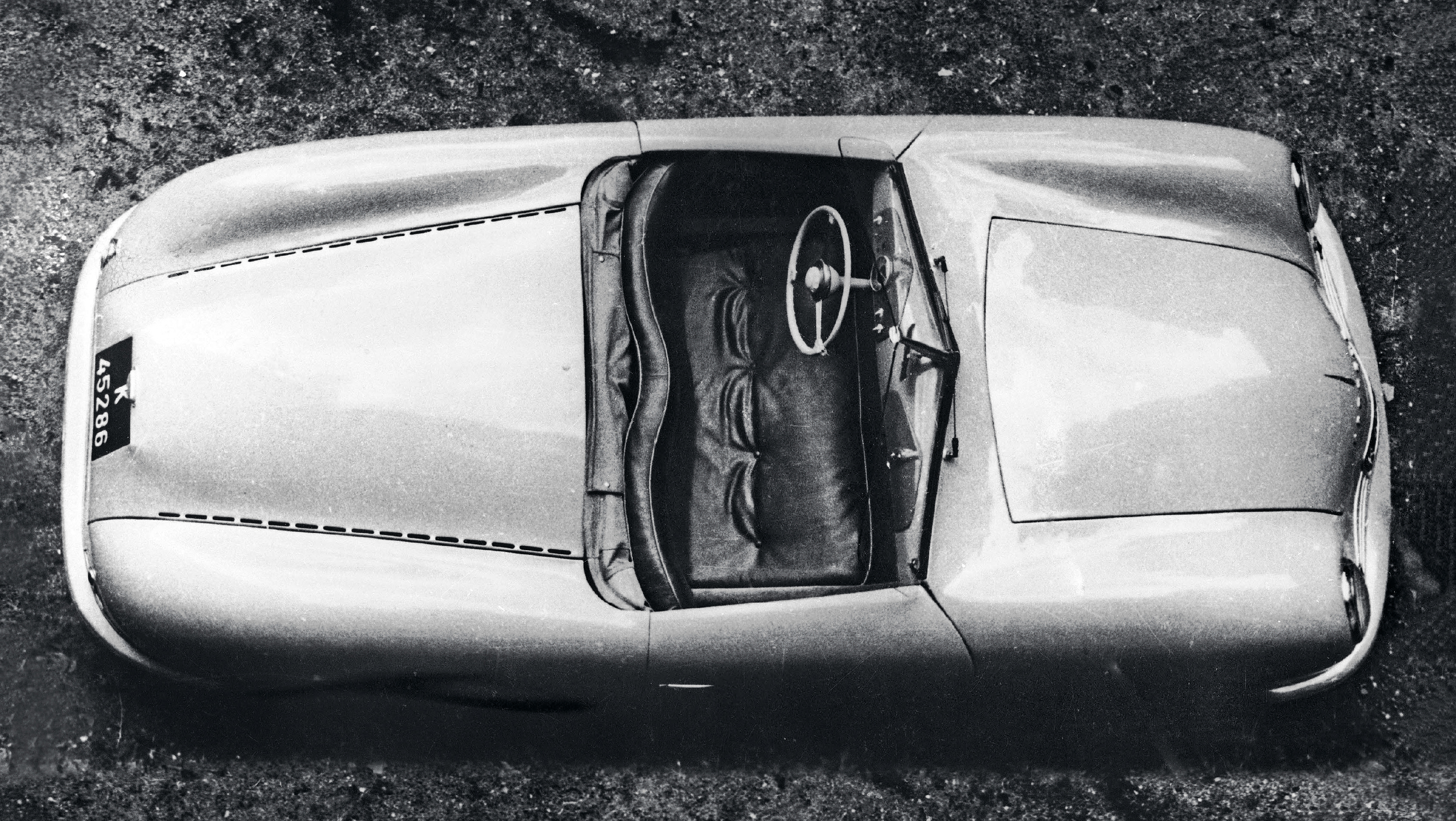 A period photo of the first Porsche roadster in original form | Porsche Museum archive