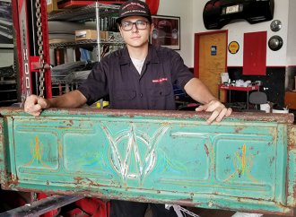 Arizona teen roaring onto automotive art scene at 16