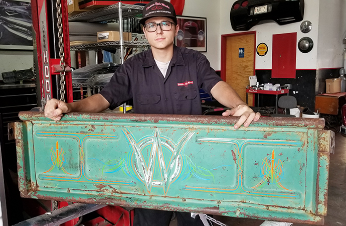 Arizona teen roaring onto automotive art scene at 16