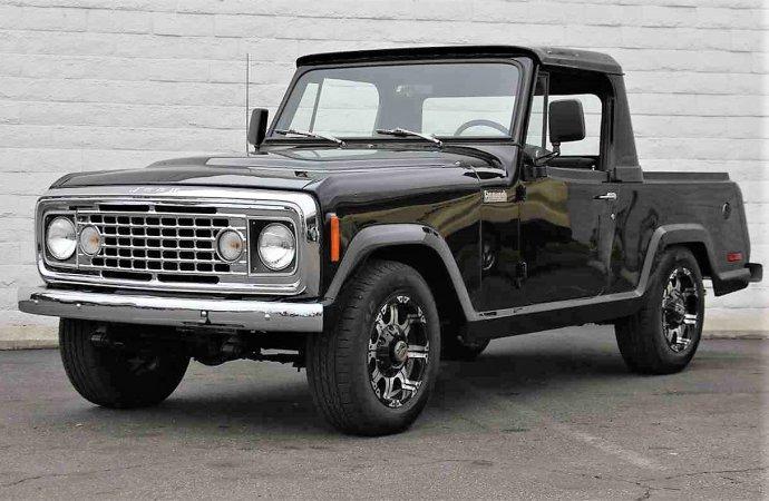 Black-on-black Jeep Commando custom 4X4 pickup