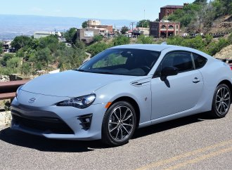 The winding road to old Jerome in the 2018 Toyota 86 coupe