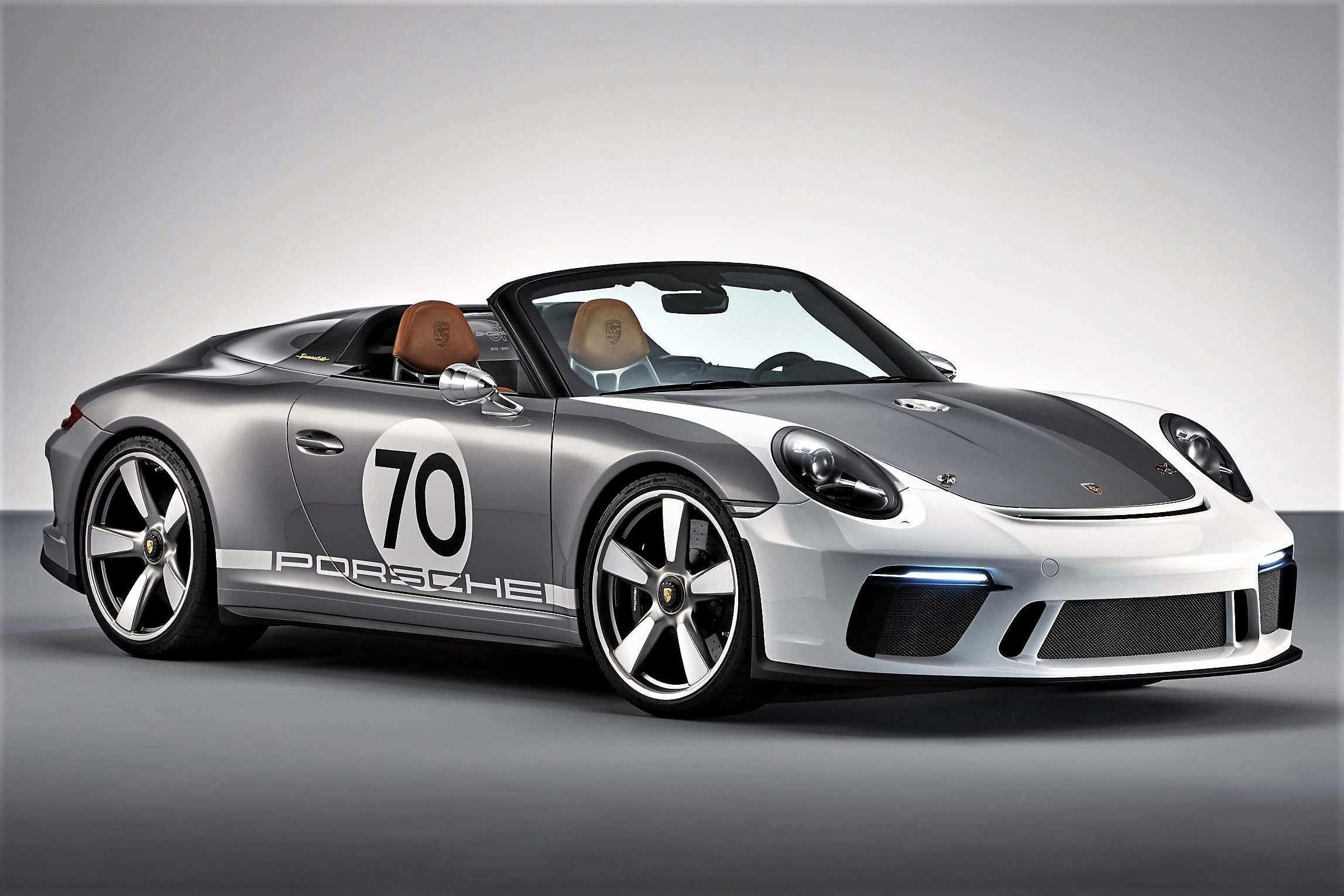 The Porsche Speedster Concept reflects the stripped-down style of earlier Speedsters | Porsche photos