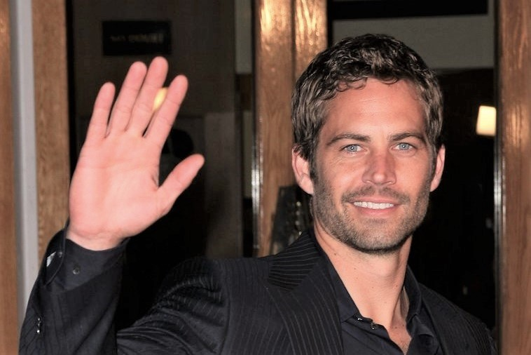 Paul walker waves to fans at a 'Fast and Furious' premiere | AFP