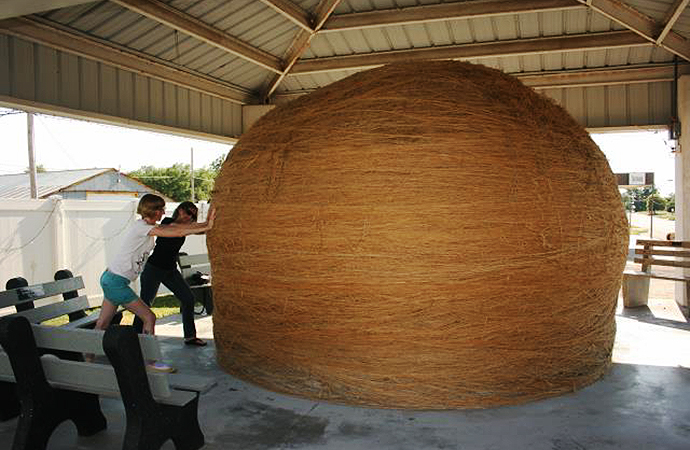 Who knew the world's largest ball of twine would be a contested issue? | Public domain photo