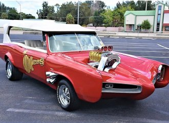 Hey, hey, it's the Monkees Mobile