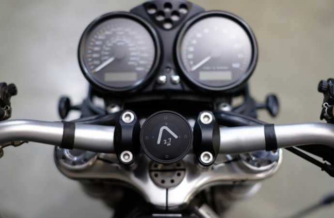 Beeline Moto attached to riser bars using the clamp mount. | Kickstarter photo
