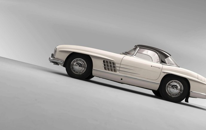 Dentist's 300 SL roadster goes for record price at Artcurial's Le Mans Classic auction