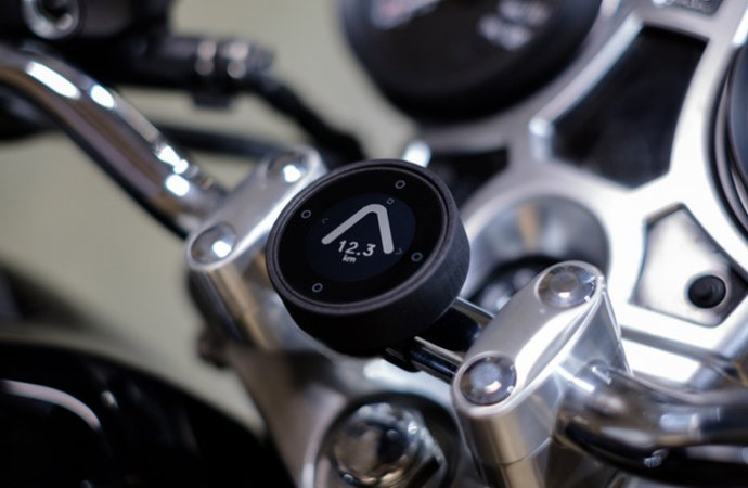 The Moto designed by Beeline is a simplified navigation device made for motorcyclists. | Kickstarter photo