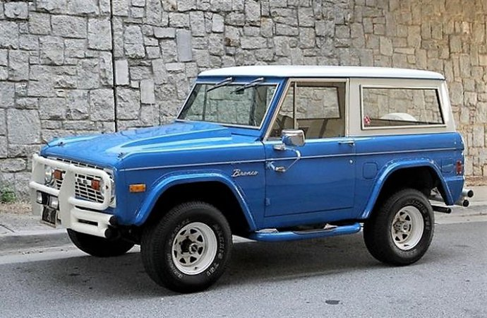 4WD 1977 Ford Bronco ready to hit the dusty trail