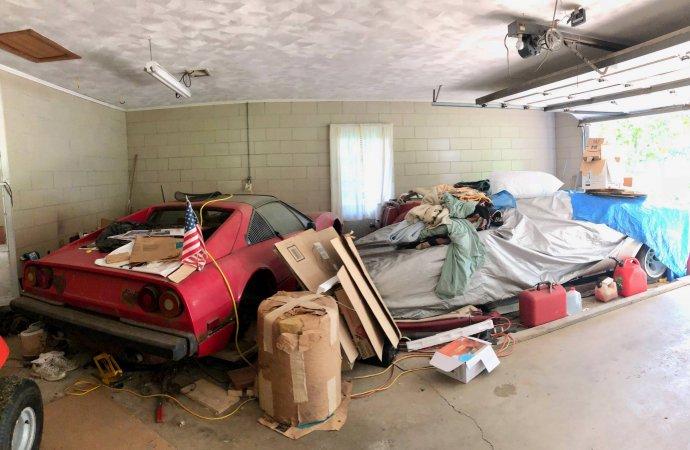 In addition to the Lamborghini Countach, a Ferrari 308 was also found in the garage. | Reddit photo/@eriegin
