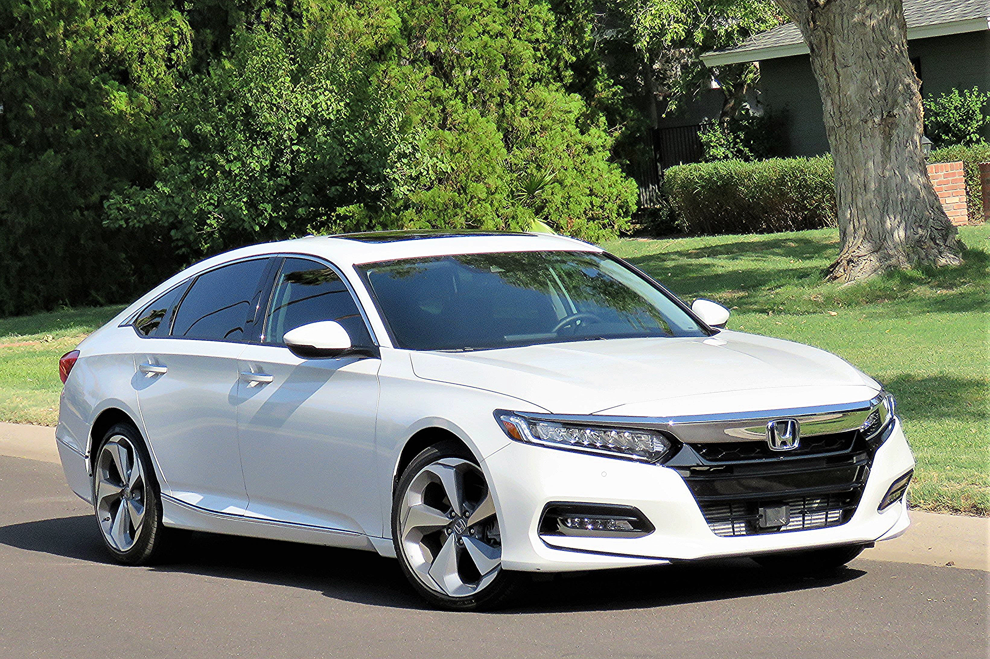 Driven 2018 honda accord touring 2 0t 4 door sedan for Honda accord 2018 price in usa