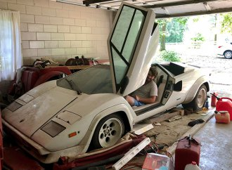 Neglected Lamborghini Countach found in grandma's garage