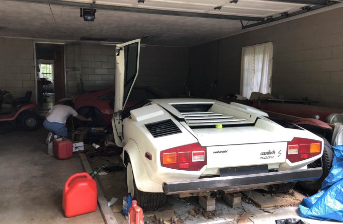 The Reddit user said the Lamborghini Countach was a 1981, but the badging indicated it is likely a 1982. | Reddit photo/@eriegin